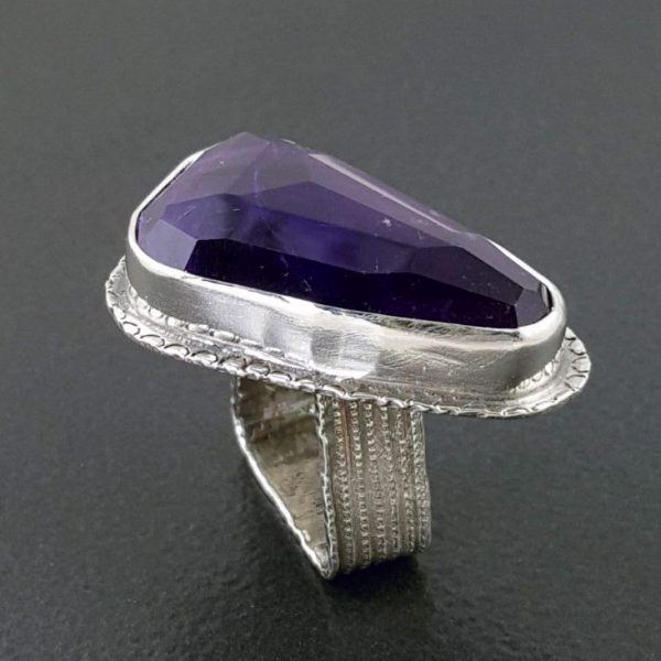 amethyst ring square band